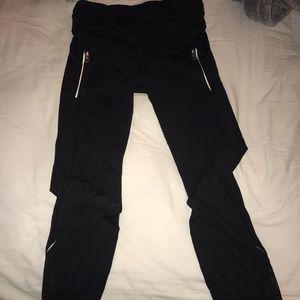 black lululemon leggings with zipper pockets